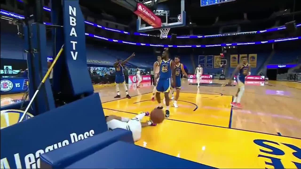 [Highlight] Jamal Murray goes down hard and is grabbing his knee