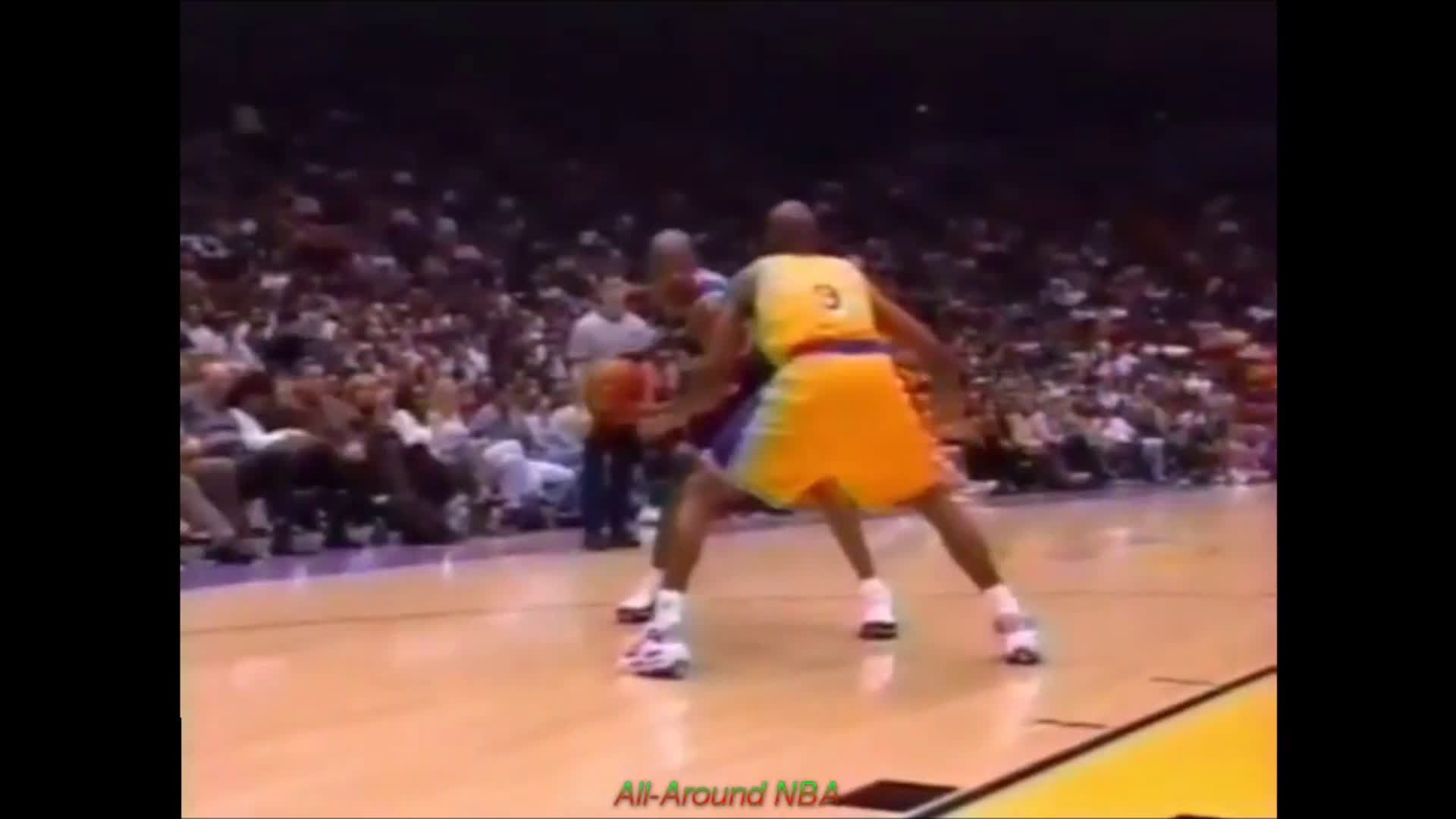 Latrell Sprewell with a gorgeous jab>spin>reverse finish vs the 1997 Lakers
