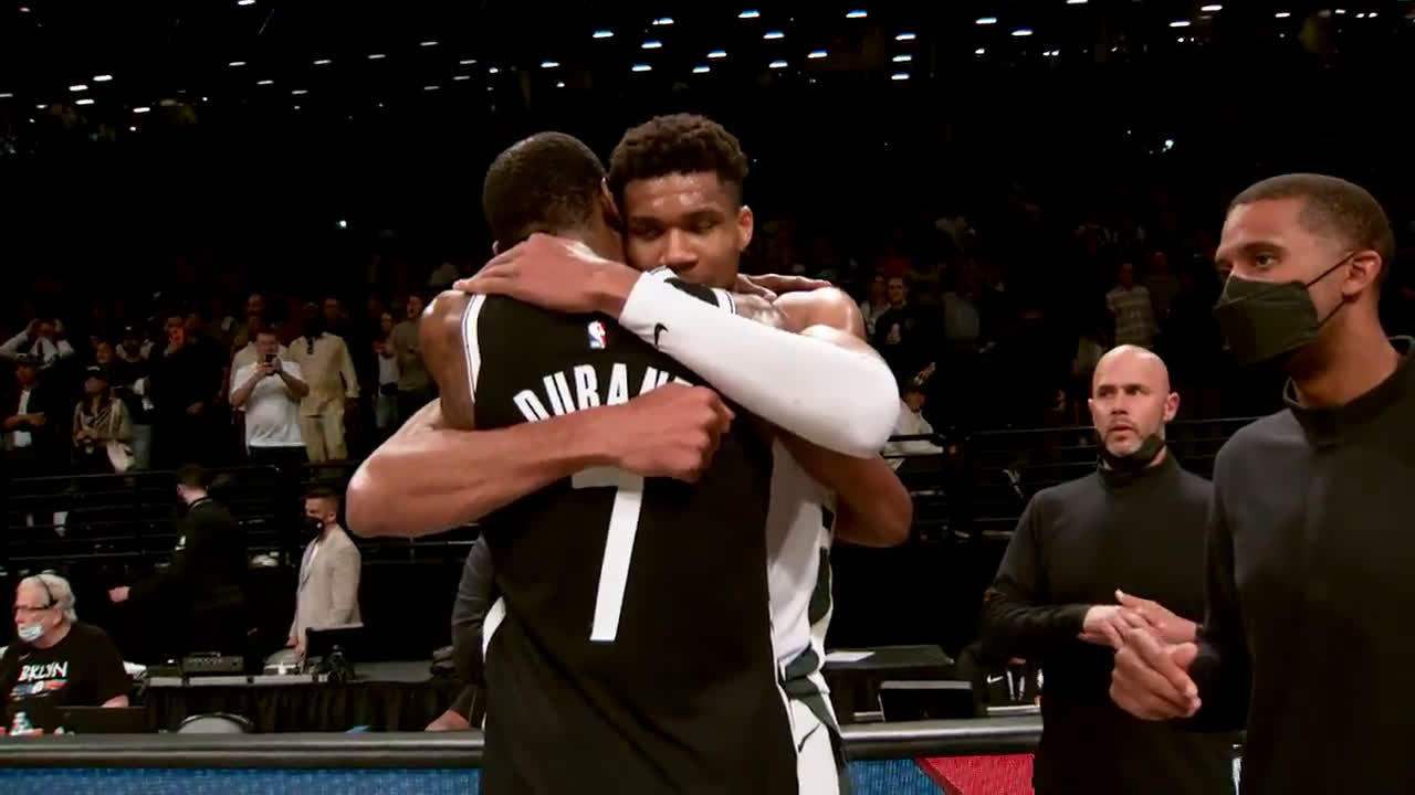 [Highlight] KD and Giannis hug it out and show respect to each other