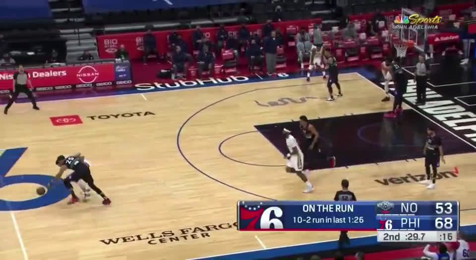 [Highlight] Ben Simmons steals it from Lonzo, and takes it in for the layup
