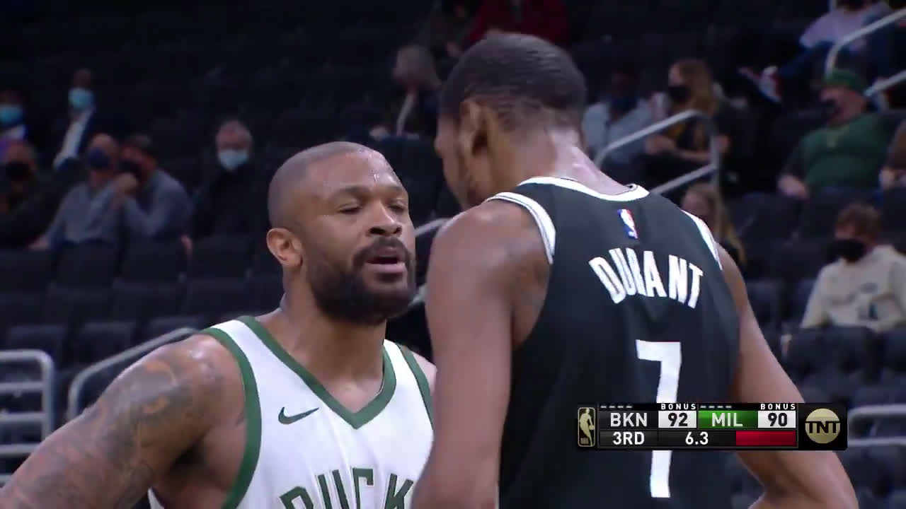 [Highlight] KD and PJ Tucker exchange words