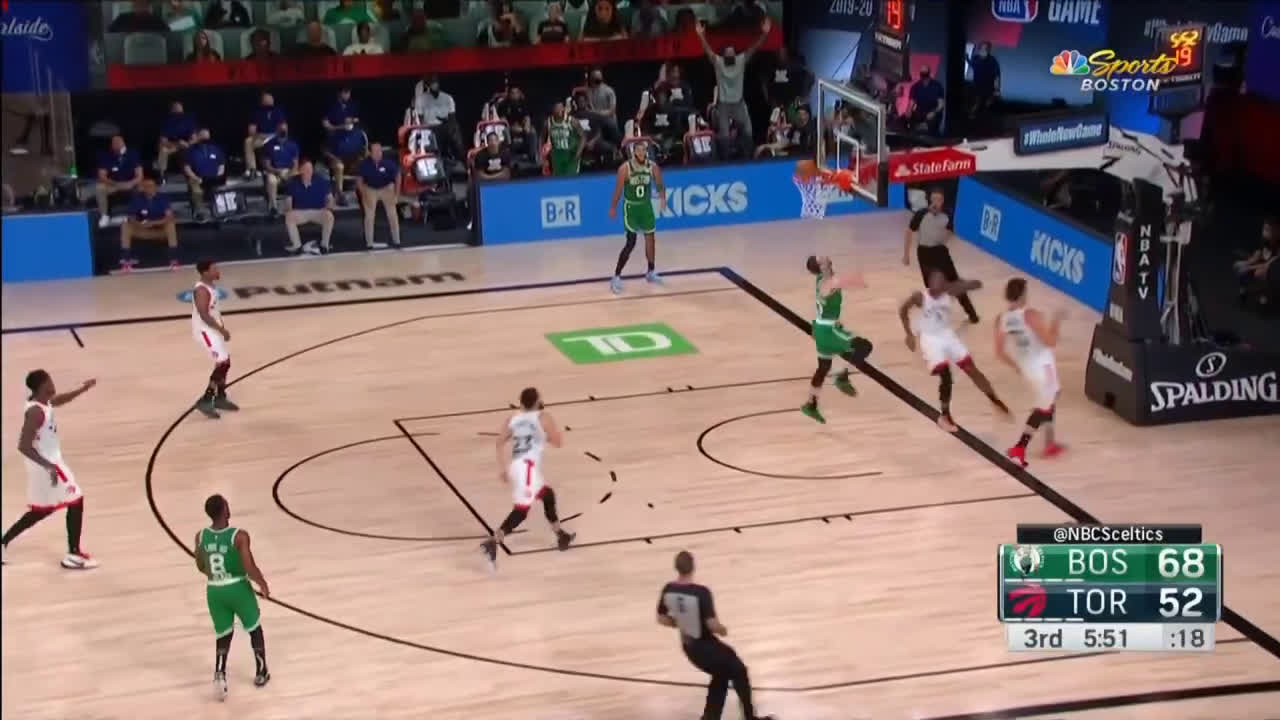 [Highlight] Jaylen Brown with a 3/4 court bounce pass to Gordon Hayward for the lay in