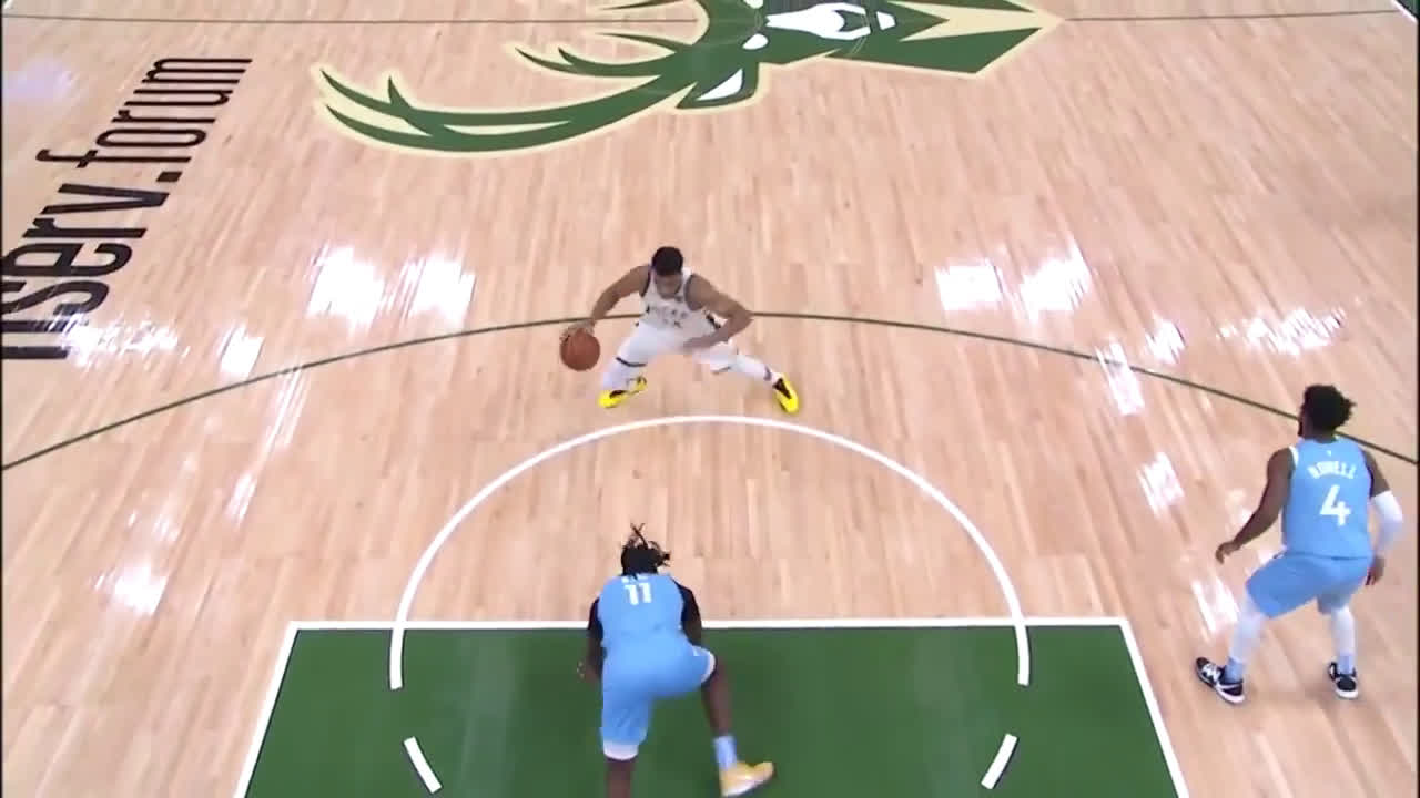 Giannis has Naz Reid playing Twister with a filthy hesitation