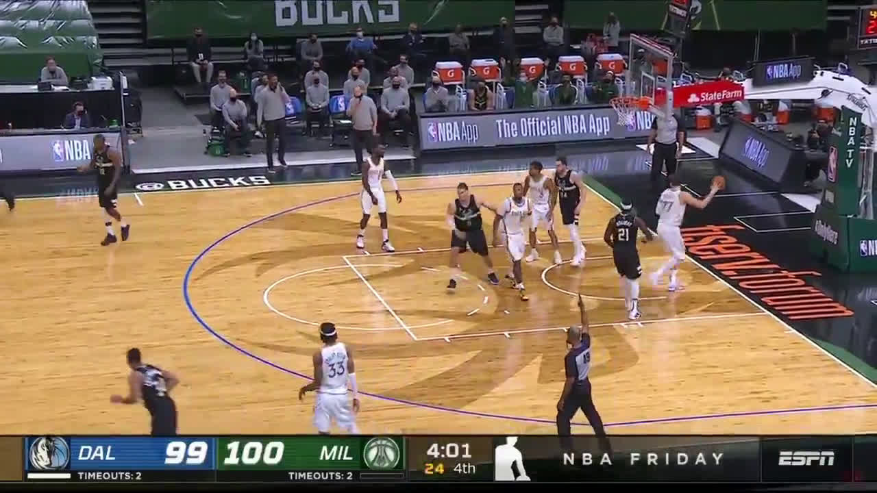[Highlight] Giannis hits the step-back three late in the game