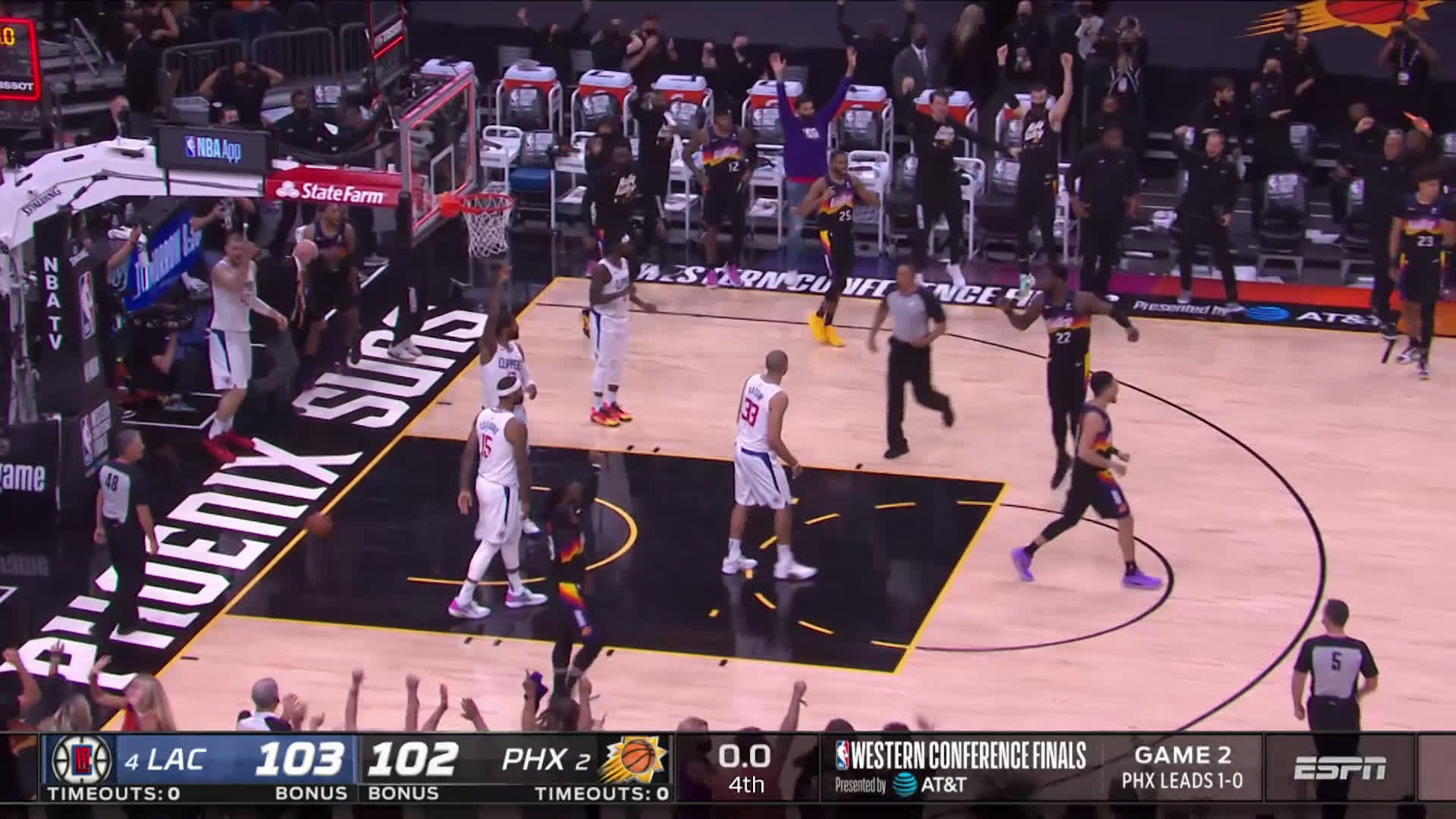 [Highlight] Ayton with the alley oop buzzer beater to steal Game 2