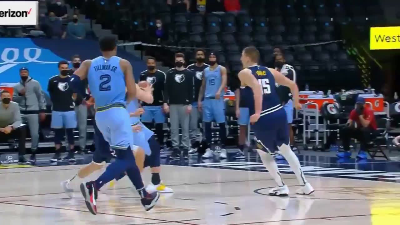 [Highlight] In the 1st OT of the Grizzlies/Nuggets game tonight, Grayson Allen blows the dunk in transition and Facu Campazzo comes up with the clutch save by throwing the ball off Allen.