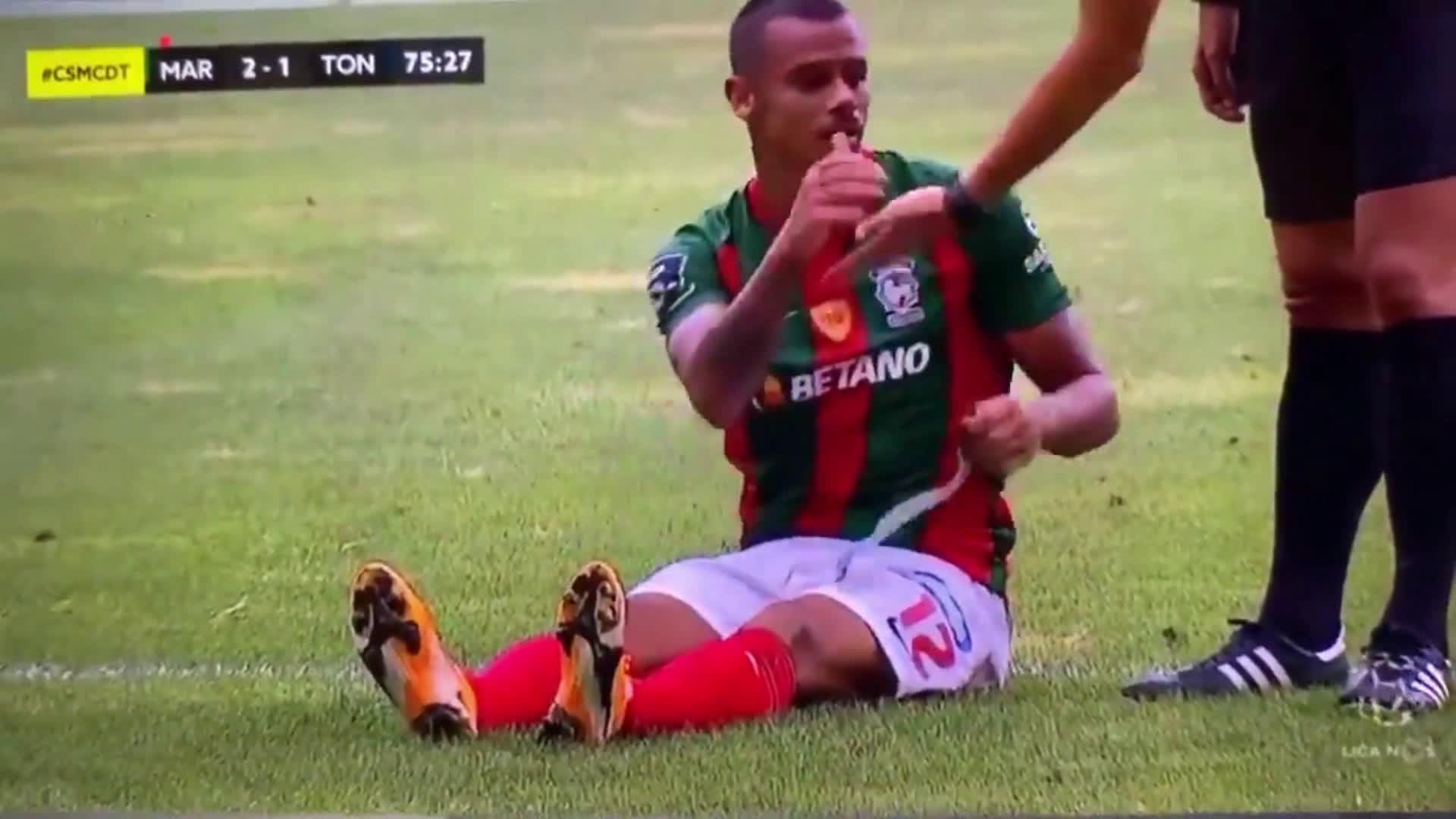 Marítimo's ridiculous time wasting vs Tondela