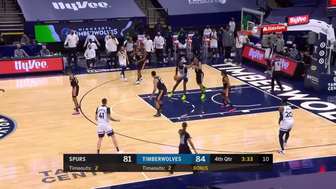 [HIGHLIGHT] NAZ REID double dribbles to score 2-points and extend Timberwolves' lead.