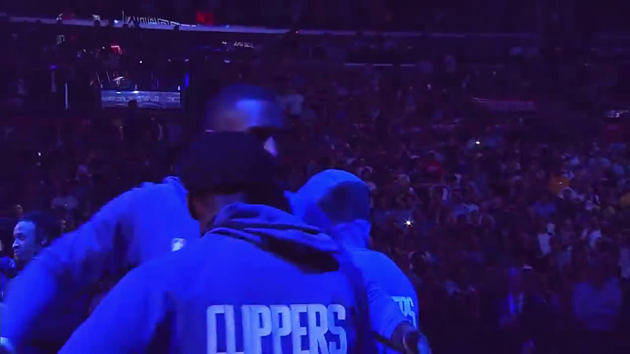 Kawhi gets booed at his Clippers home debut