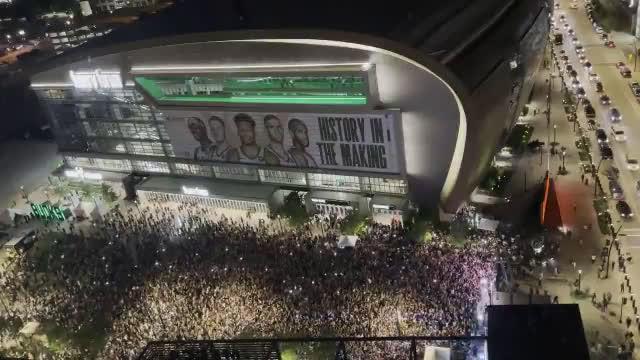 [ESPN NBA] A look at Milwaukee when the Bucks won 👀
