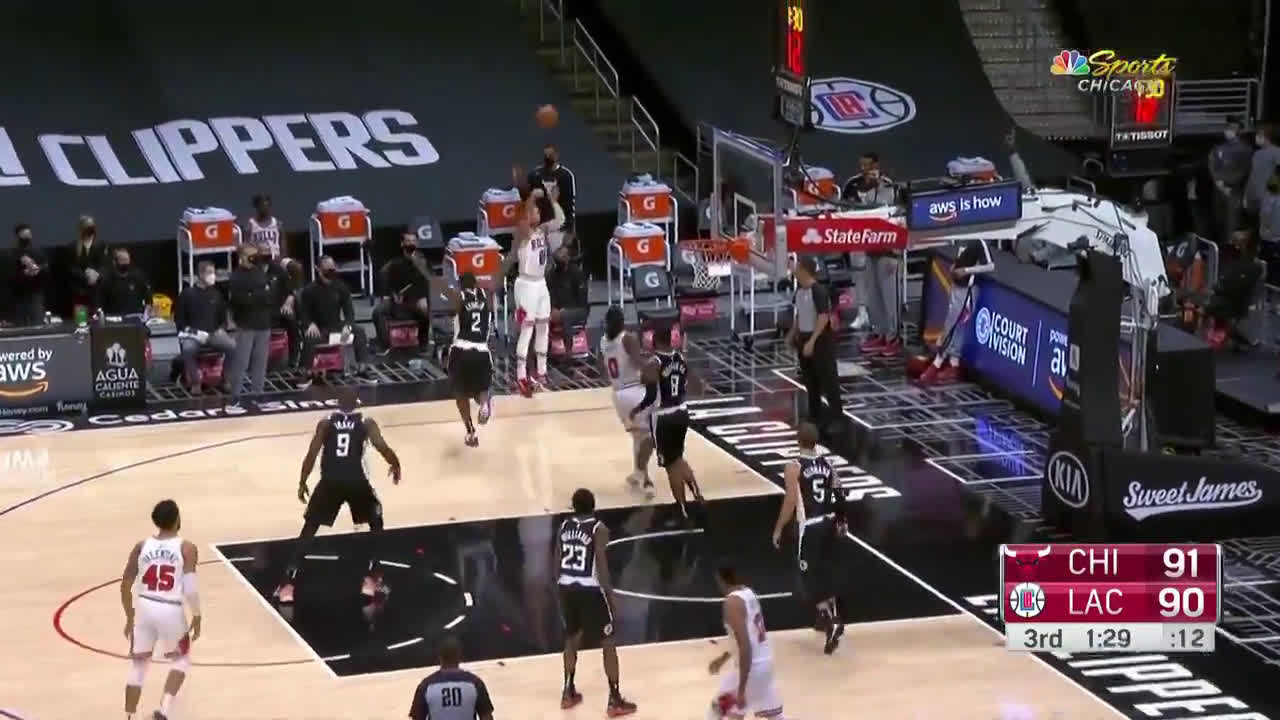 [Highlight] Colby White gets the defense to collapse in his and he finds an open Zach Lavine for his ninth 3 pointer of the game!