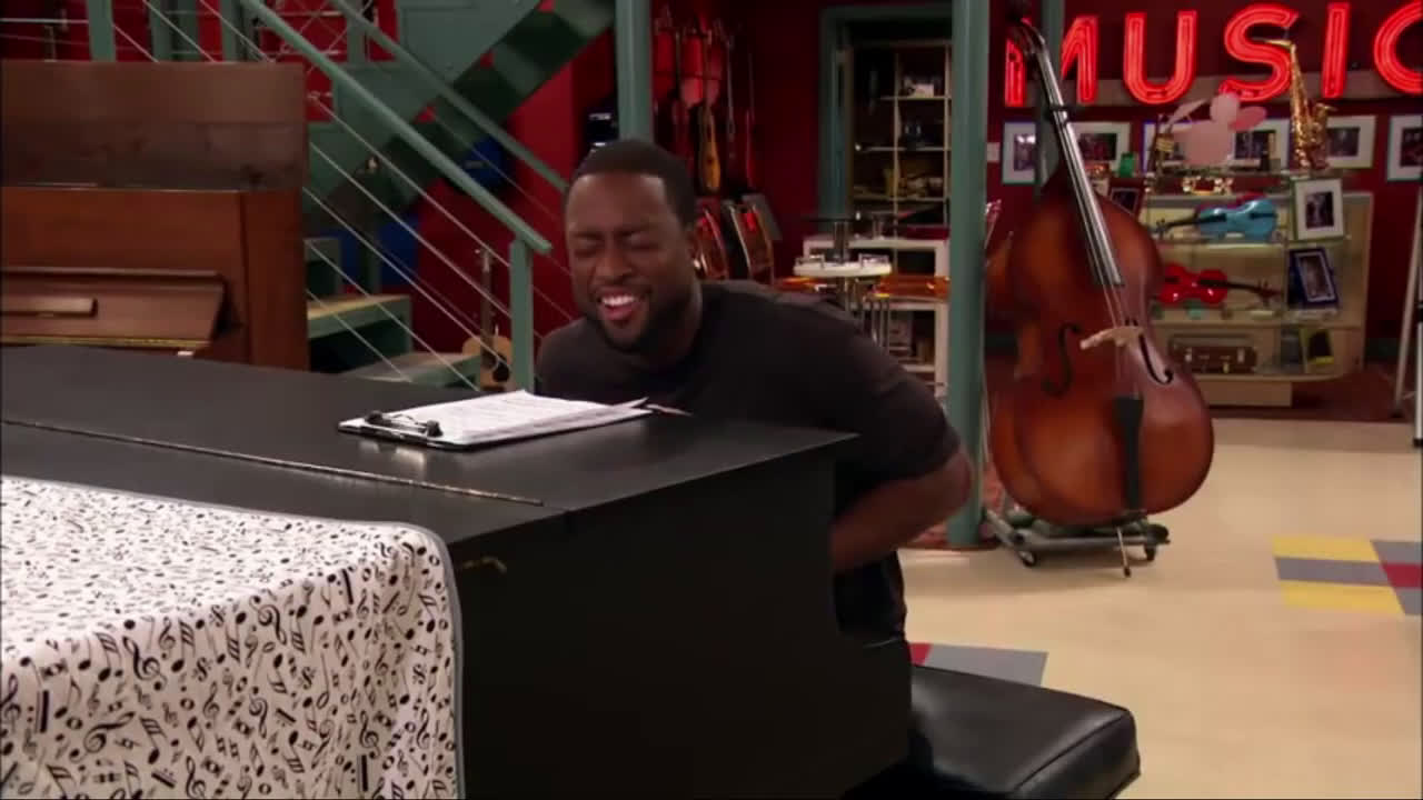 Dwyane Wade sings and plays the piano (better than Oladipo!)