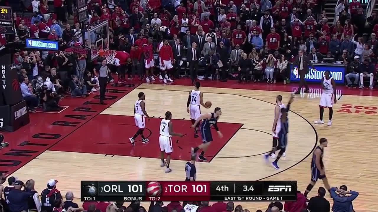 D.J Augustin hits the game winner against the Raptors with 3.4 remaining.