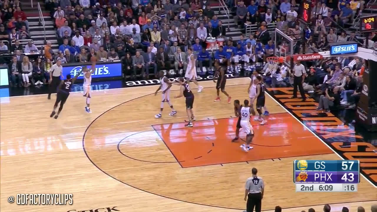 Curry hoodwinks 2 Suns defenders off the ball