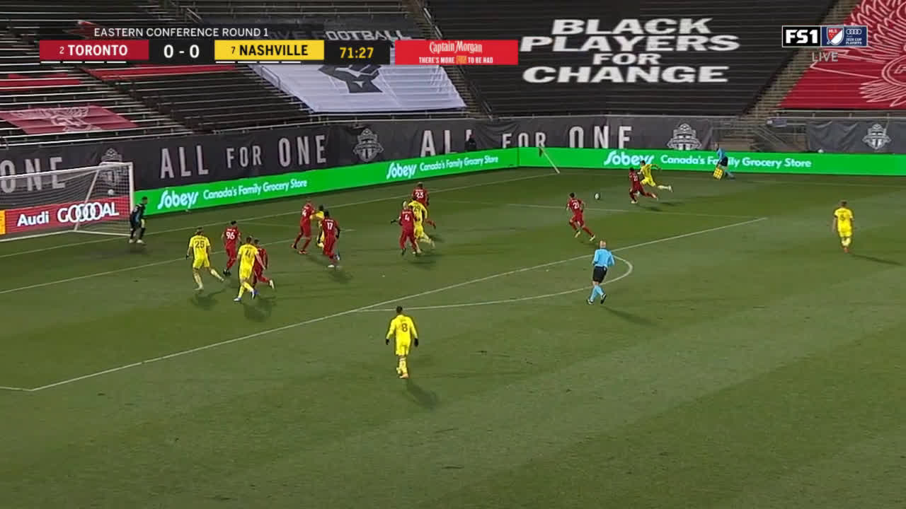 Hany Mukhtar (Nashville) header miss against Toronto 72'