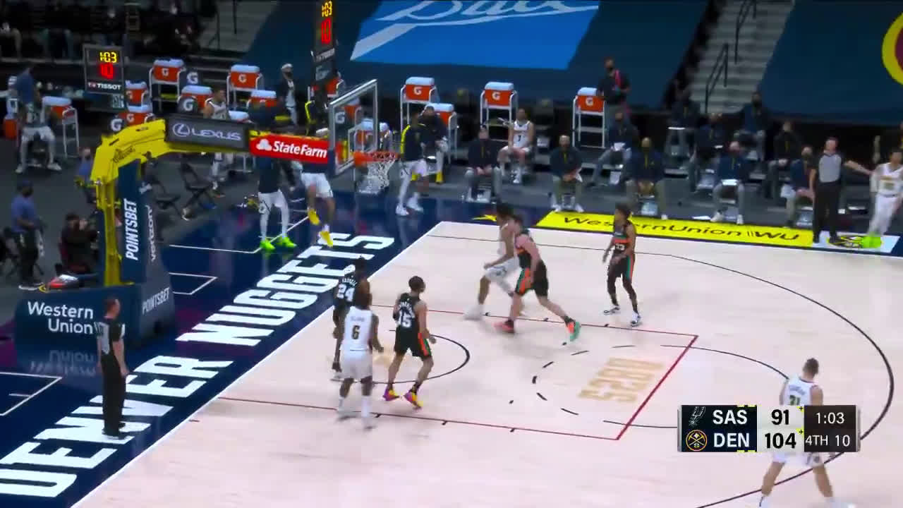 [Highlight] Markus Howard shows off the silky smooth handles before draining the middy