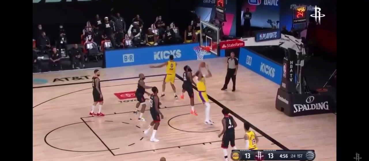 [Highlight] Kuzma with a spinning layup attempt and subsequent twirl