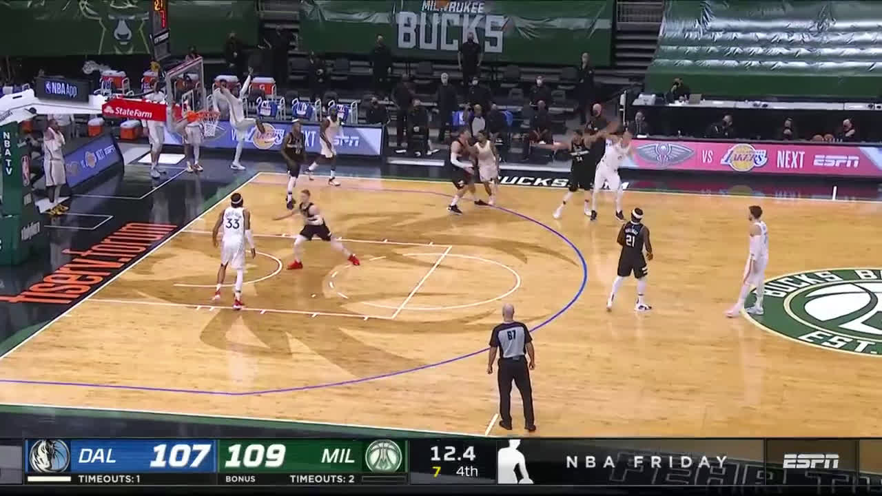 [Highlight] Porzingis attempts the go-ahead-three late in the game