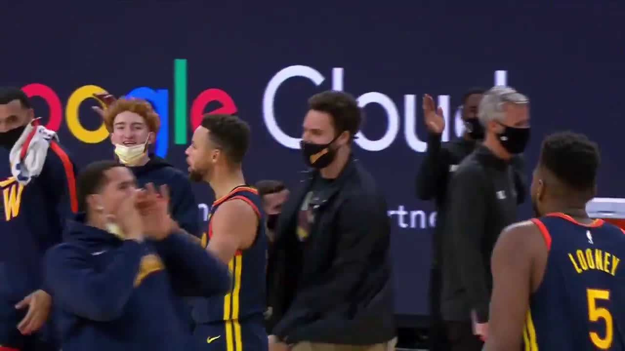 [Highlight] Curry gets the steal, drills a deep 3 and yells at the bench