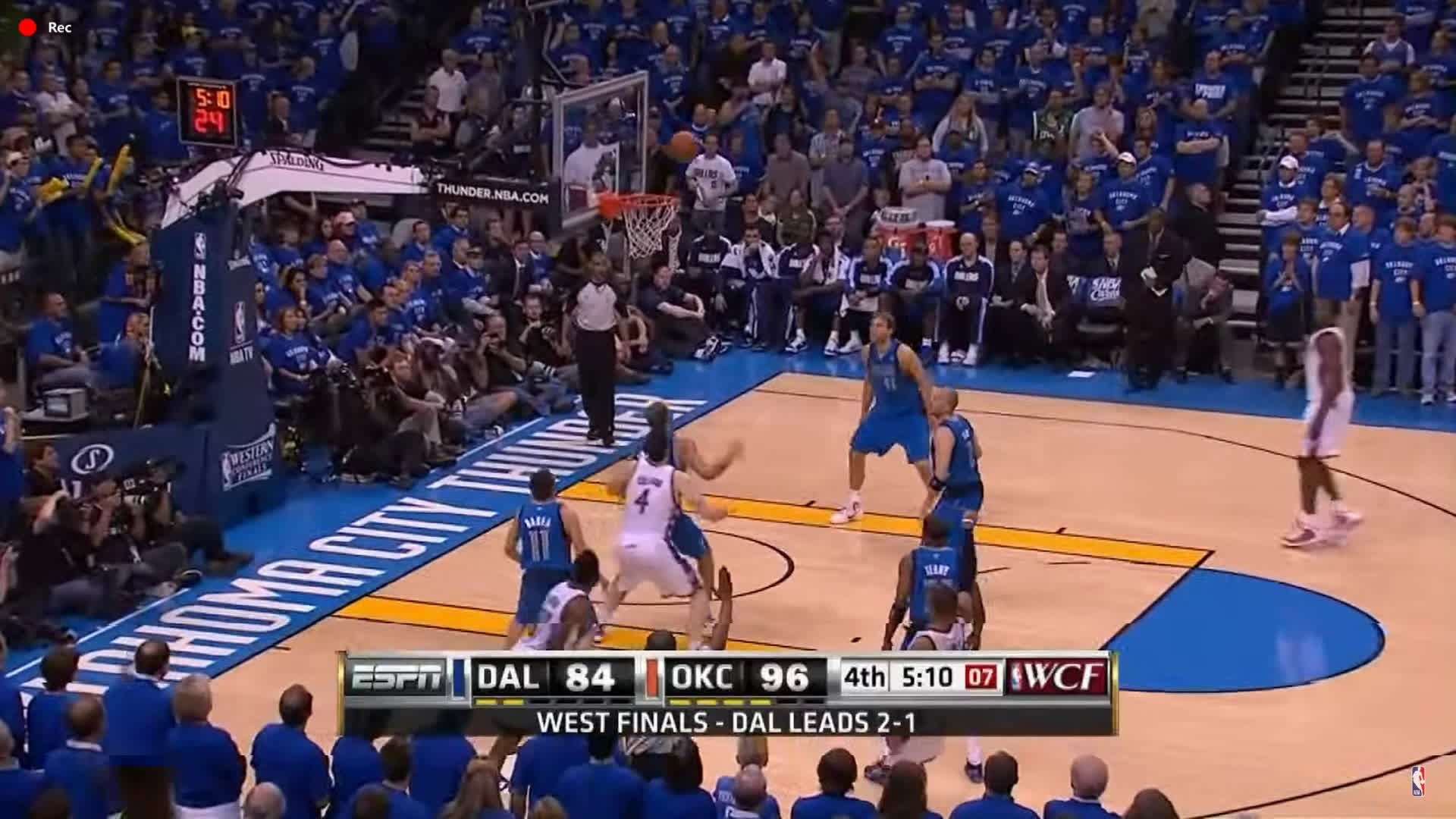 Kevin Durant hits the three to give the Thunder a 15 point lead