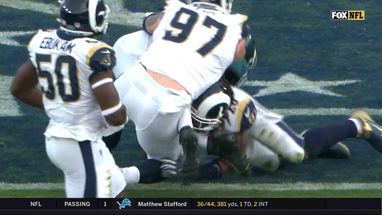 Eagles Qb Carson Wentz Tears Acl Against Rams Sporting News