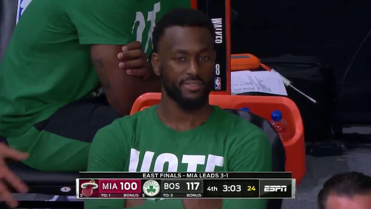 [Highlight] On the Celtics bench, rookie Grant Williams farts and point guard Kemba Walker smells it