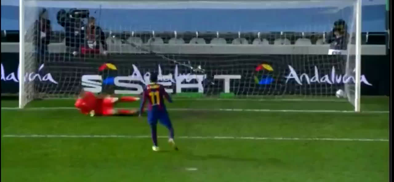 How Ousmane Dembele started his penalty vs how he ended it vs Real Sociedad