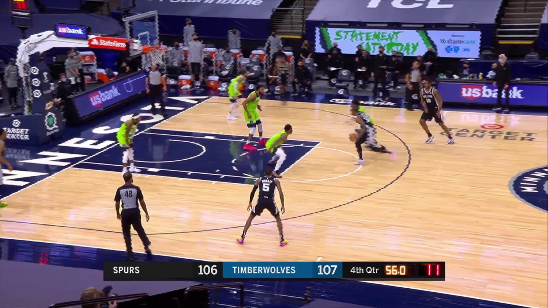 [Highlight] Derozan with the and-1 in clutch time