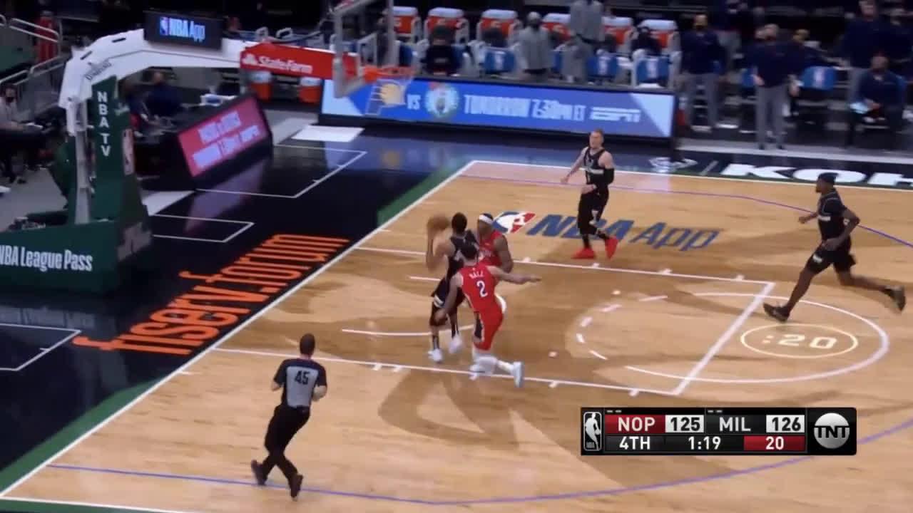 [Highlight] Giannis runs the floor for the mean stuff