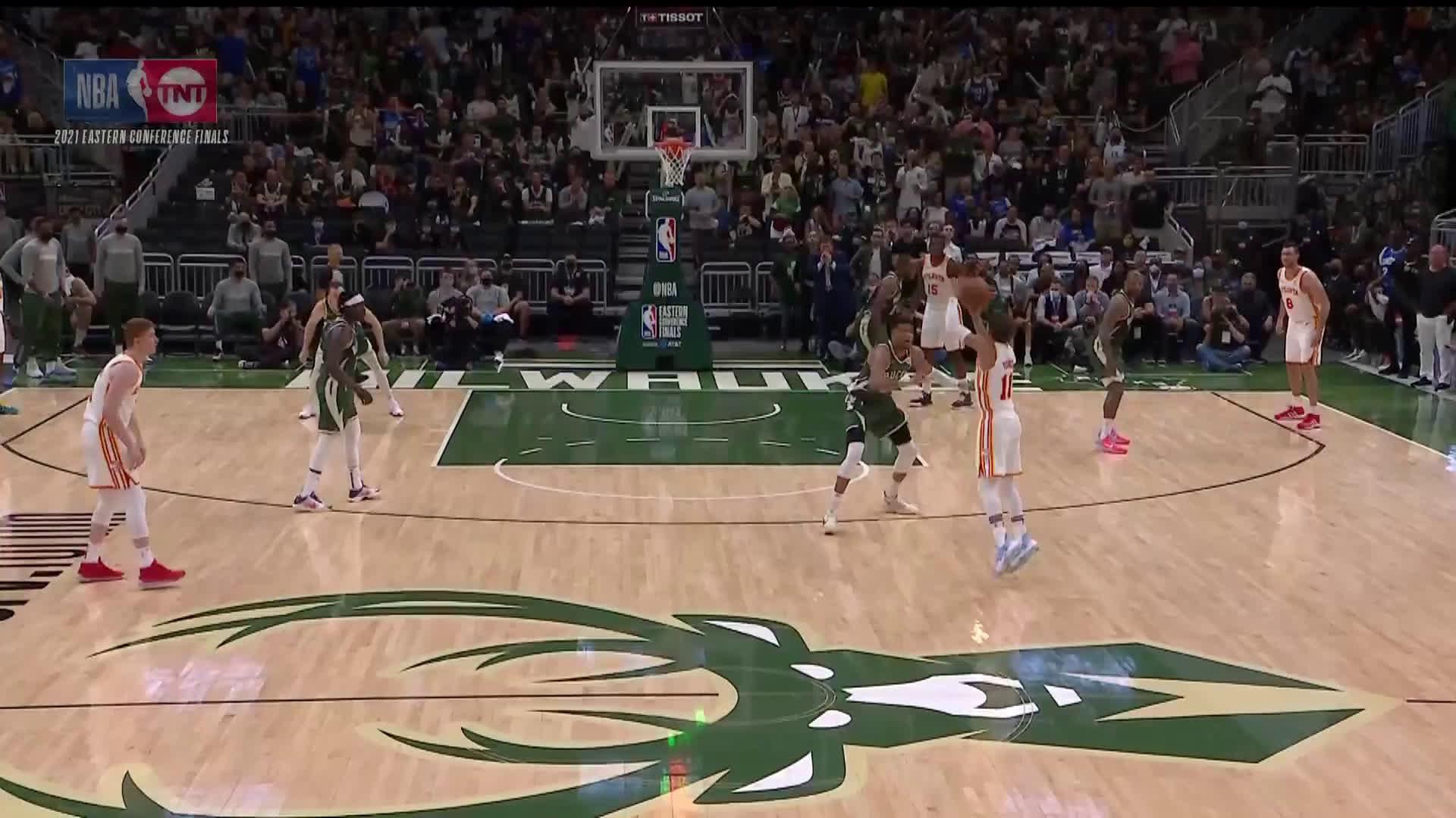 [Highlight] Giannis's landing/follow-through foul on Trae from last night