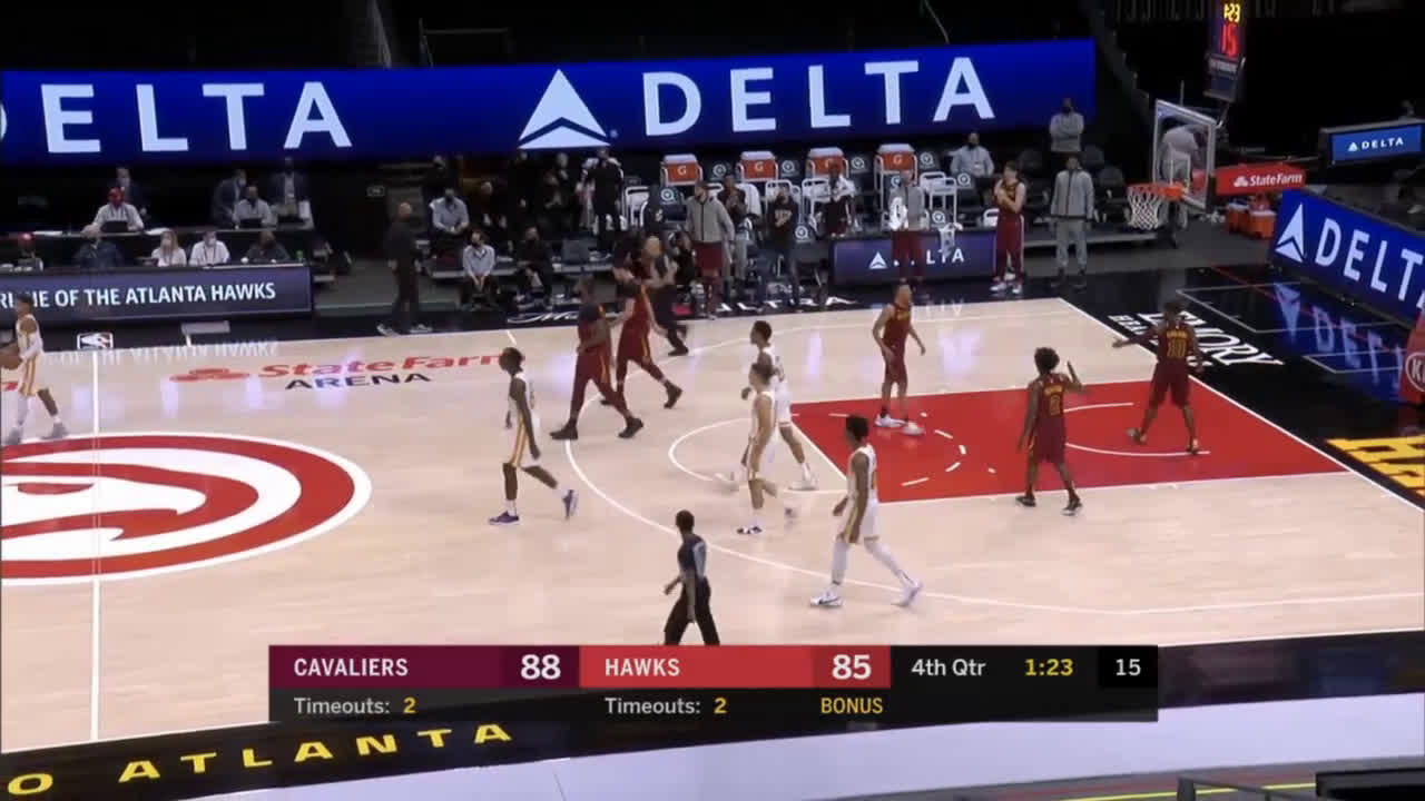 [Highlight] Trae Young costly 8-second violation in the clutch
