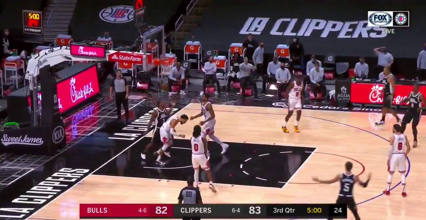 [Highlight] Kawhi Leonard posterizes Denzel Valentine off the expert alley-oop pass from Paul George