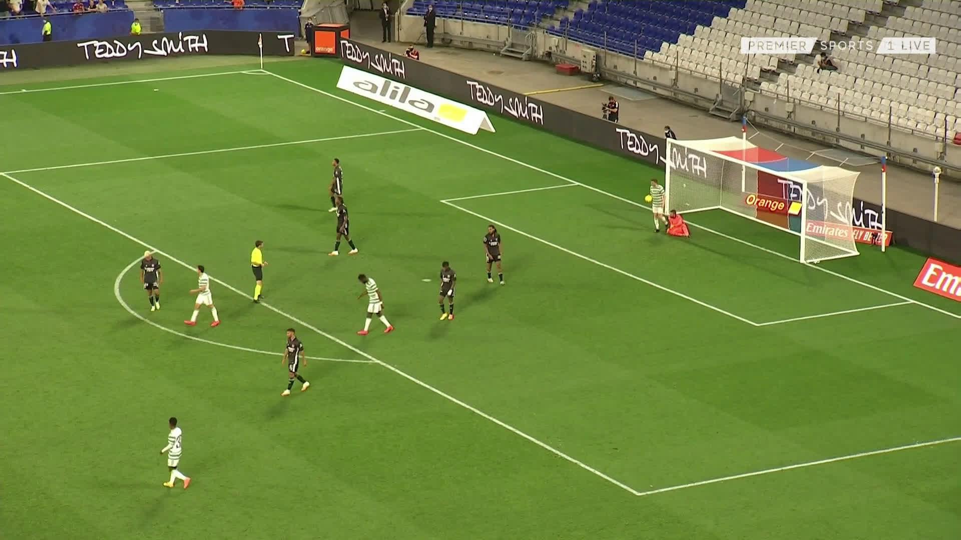 Lyon 2-[1] Celtic: Mohamed Elyounoussi 87'
