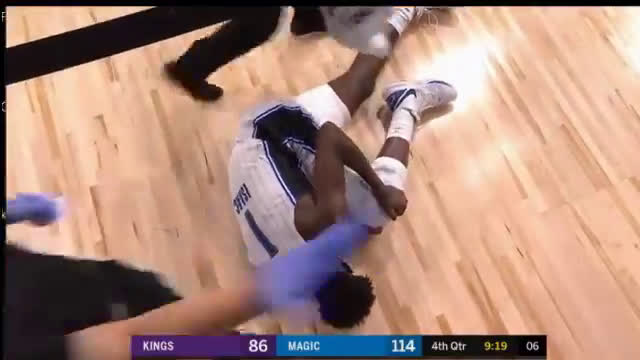 Jonathan Isaac goes down with a knee injury