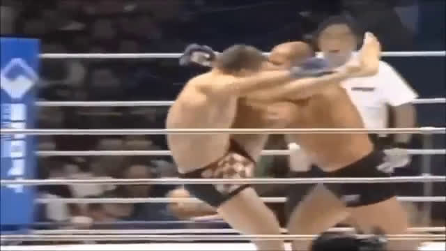 Fedor navigates the feared left leg of CroCop