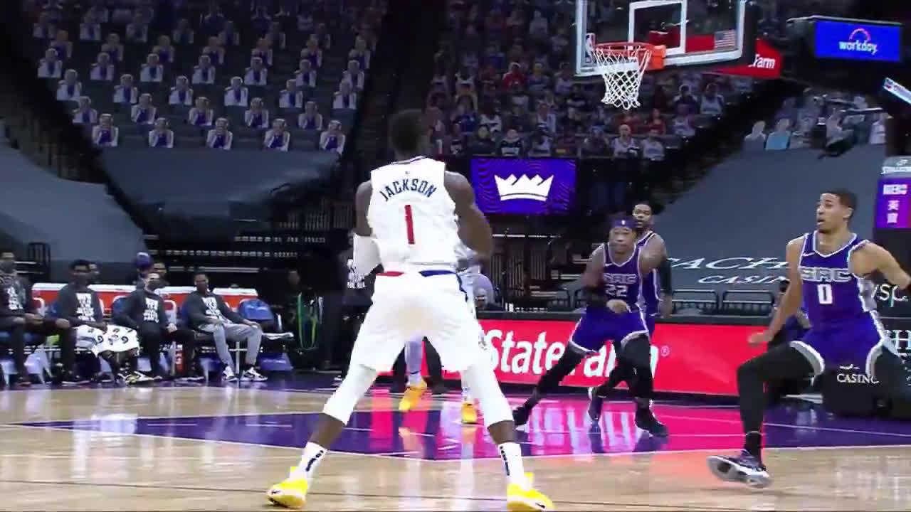 [Highlight] Reggie Jackson with a vicious throwdown