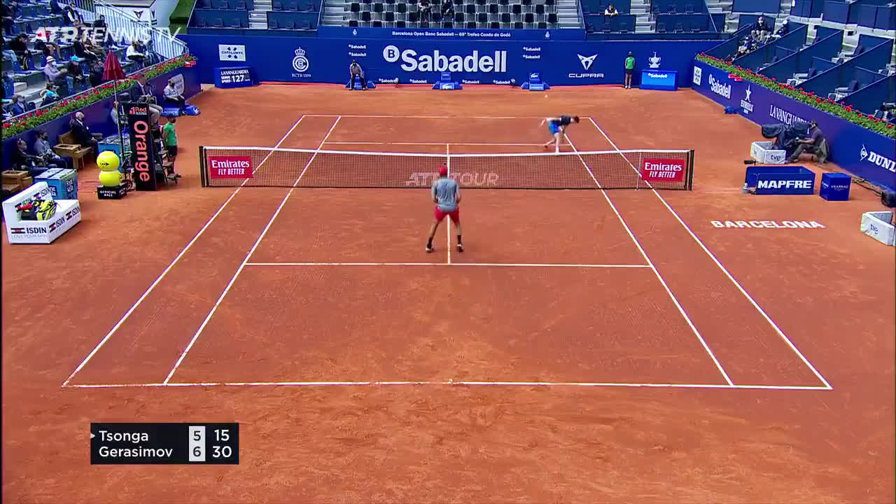Tsonga comes up clutch for a crucial point