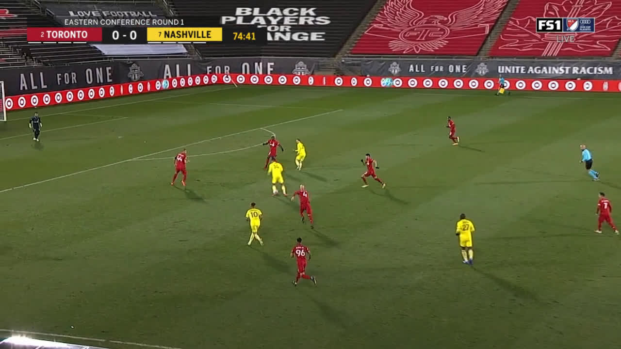 Alex Muyl (Nashville) header miss against Toronto 75'