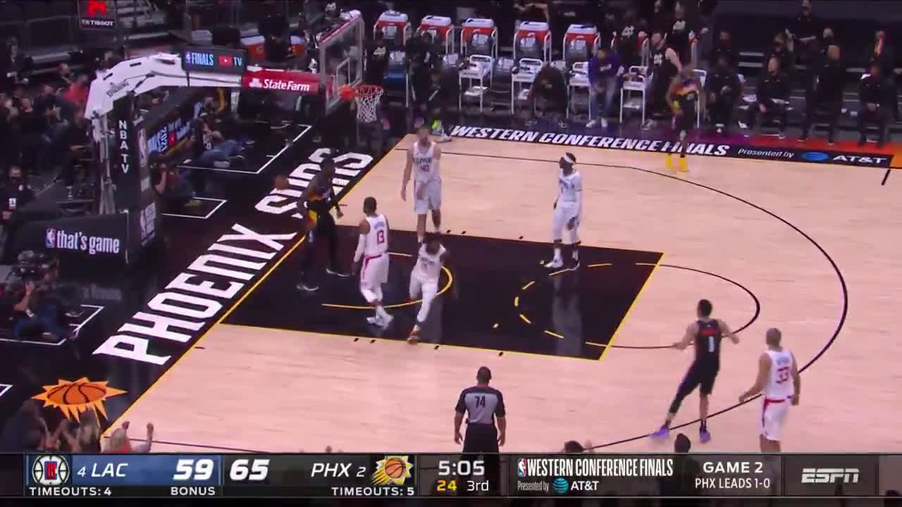 [Highlight] DeAndre Ayton throws down the alley-oop in traffic from a Devin Booker lob