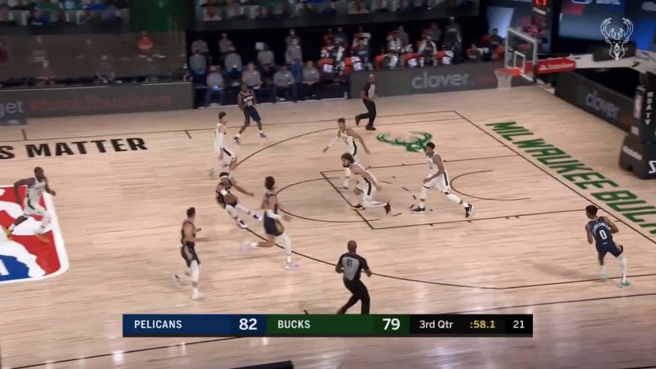 [Highlight] JJ Redick drains a deep 3 and then comes back with a 4pt play on the next possession