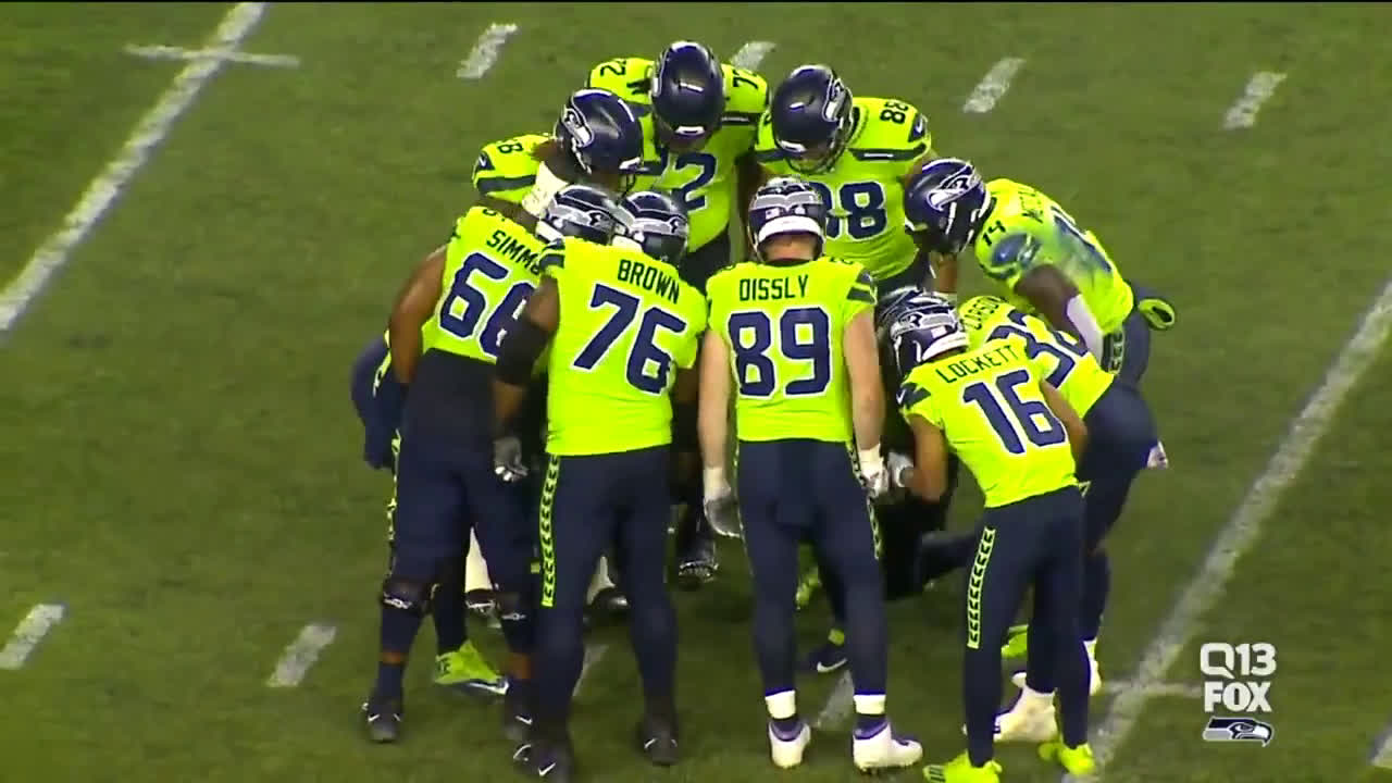 [Highlight] Russell Wilson calls his own play that leads to the Chris Carson rushing TD!