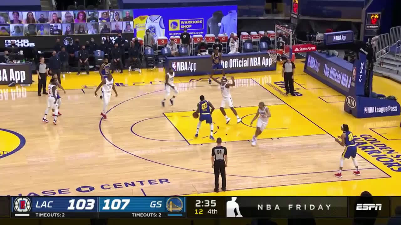 [Highlight] Draymond Green is somehow repelling 2 defenders in the paint