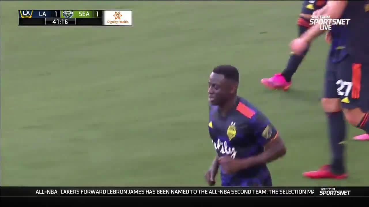 LA Galaxy 1-[1] Seattle Sounders - Yeimar Gomez 40'