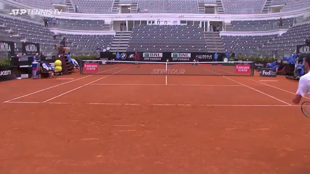 Court/ground level Djokovic vs Fritz point