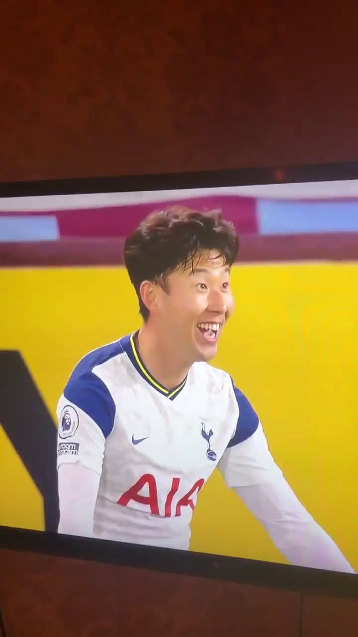 Son asking Kane if he got the assist after scoring the goal against Burnley