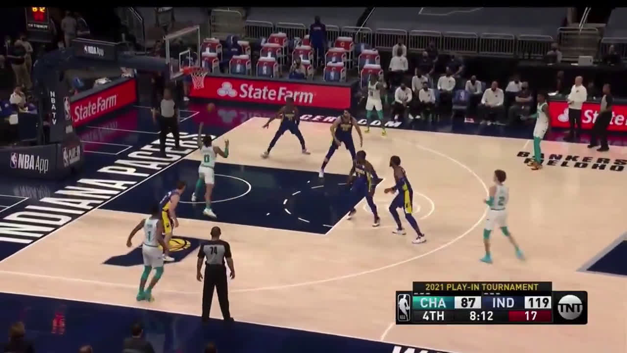 [Highlight] LaMelo no look behind the back assist
