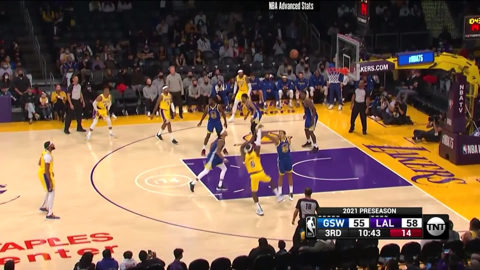 [Highlight] LeBron James executes yet another turnaround fadeaway