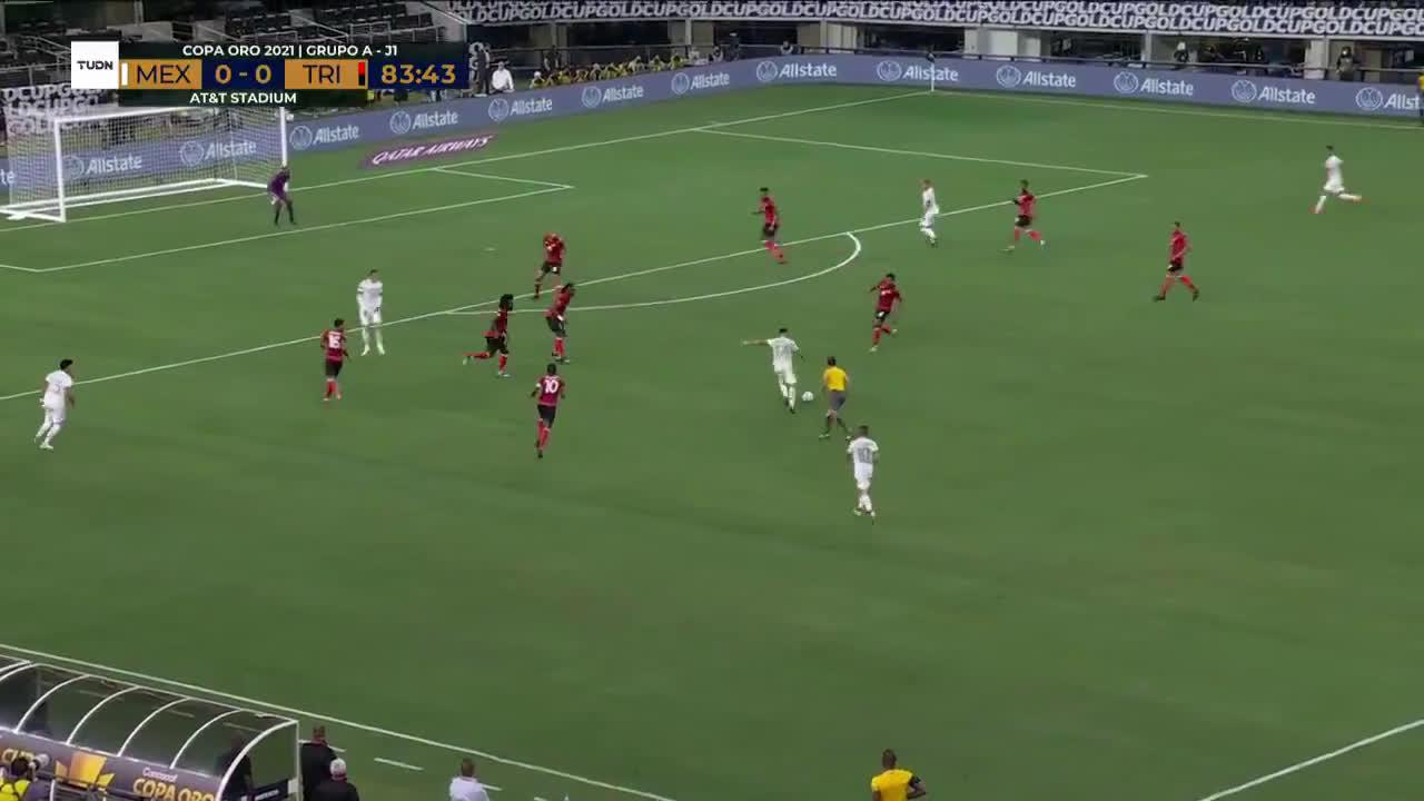 Marvin Phillip (Trinidad & Tobago) incredible one-handed save vs Mexico 84'
