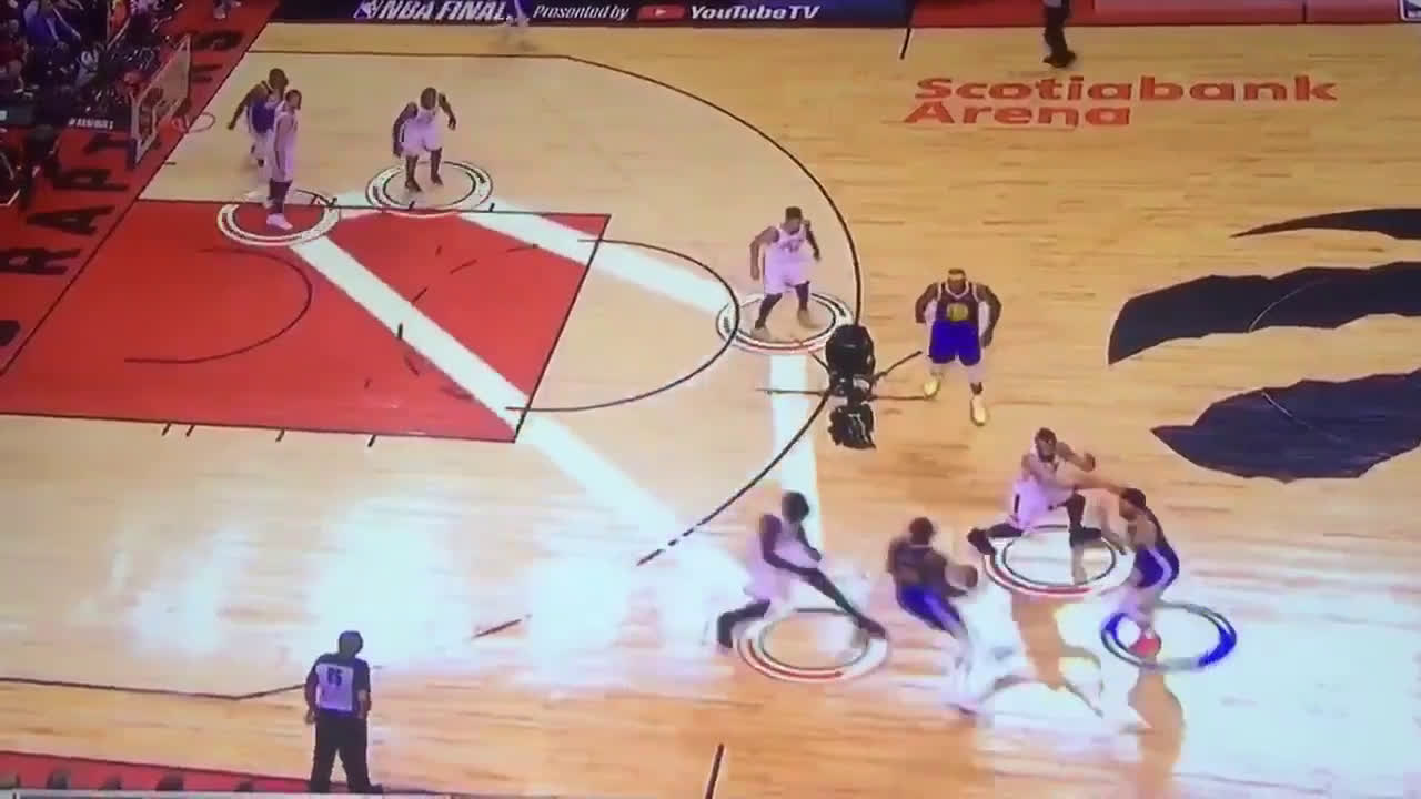 [Highlight] Raptors box and 1 defense vs Steph Curry in the Finals