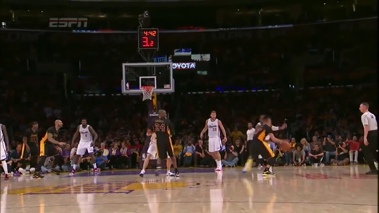 Jeremy Lin waves off Kobe Bryant and hits a clutch three pointer | Lakers Clippers 10/31/14
